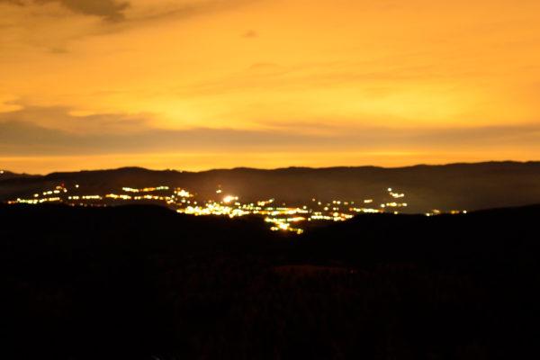 città dall'alto di notte