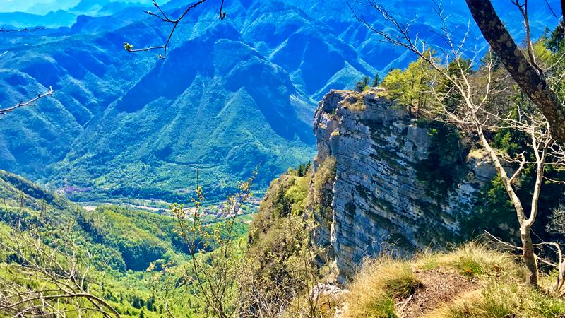 scendendo dal Forte Campolongo